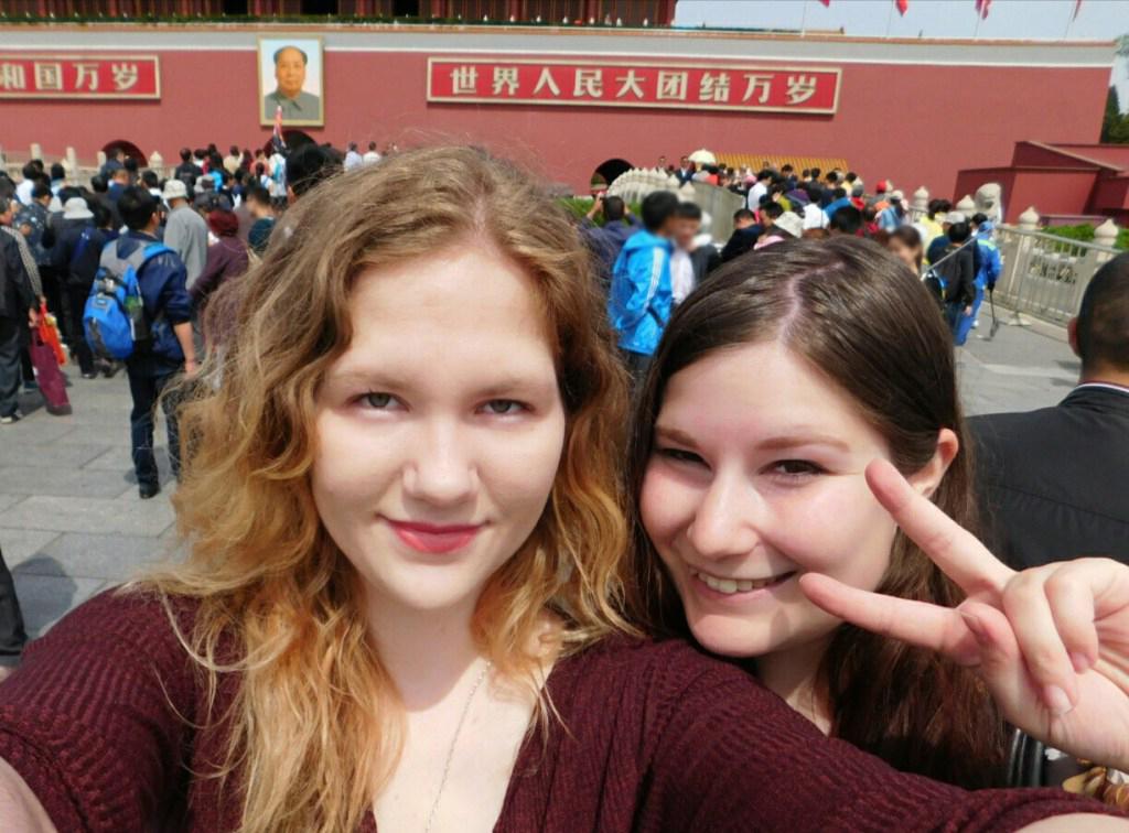 Aki und Chrissi vor der Verbotenen Stadt in Peking