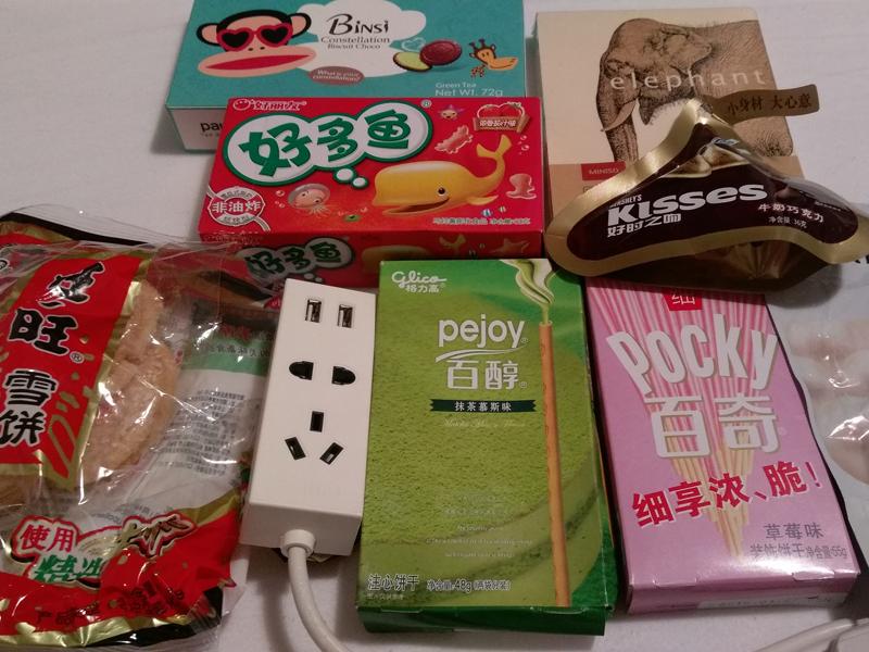 Die Süßigkeiten waren soo lecker. Leider hat nicht alles den Flug nach Deutschland überlebt, weil ein Koffer erst eine Woche später nachgesendet wurde.