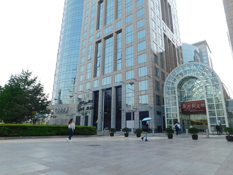 In der Oriental Plaza gab es unter anderem Ladenlokale von Marc O'Polo oder Bohse.