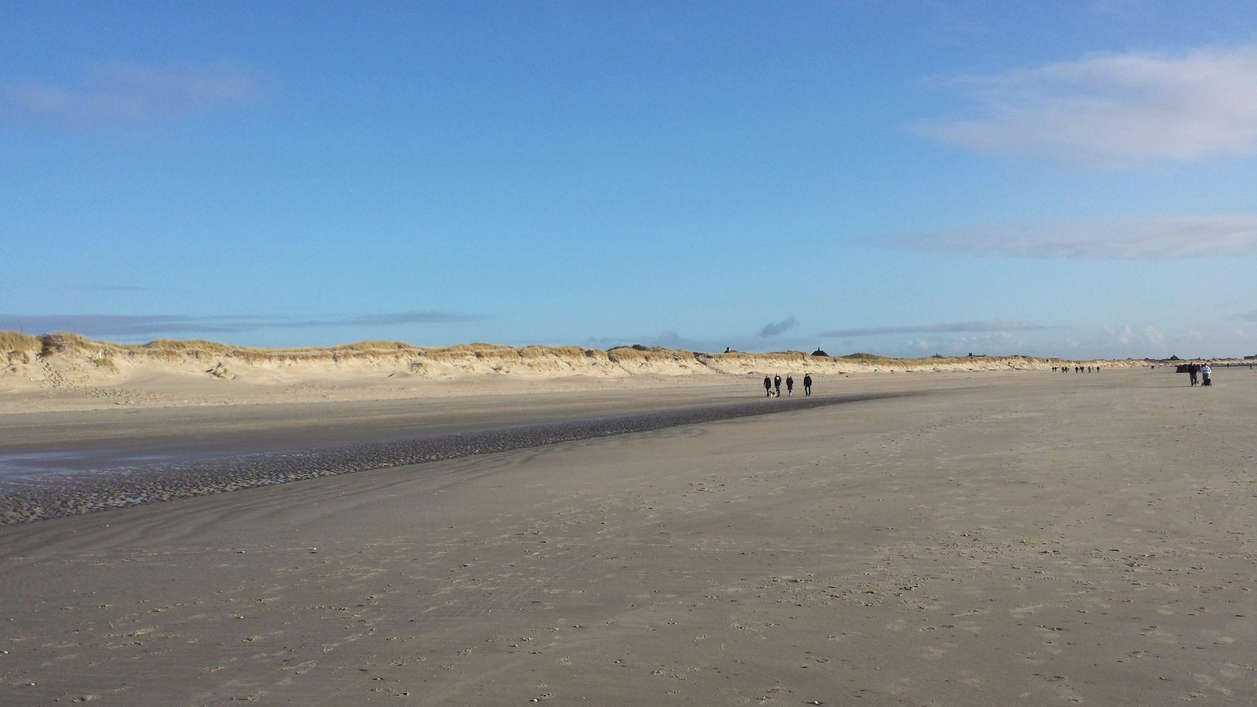 Der Strandabschnitt streckt sich und man kann unendlich lange spazierengehen.