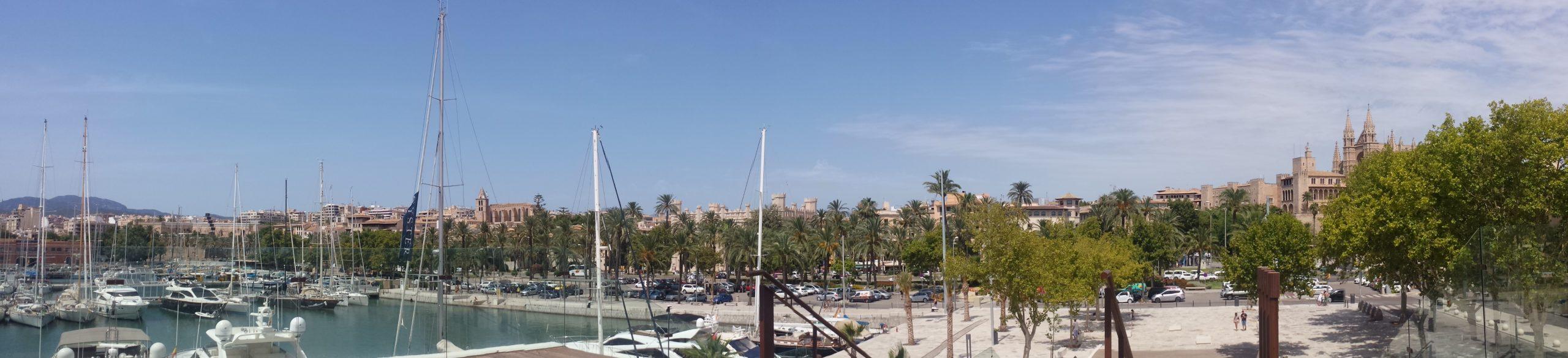 Ausblick über den kleinen Hafen.