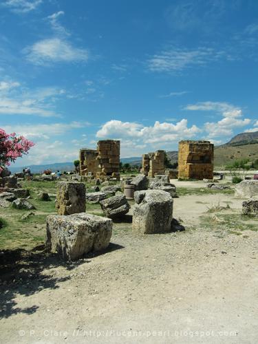 Überall finden sich Ruinen