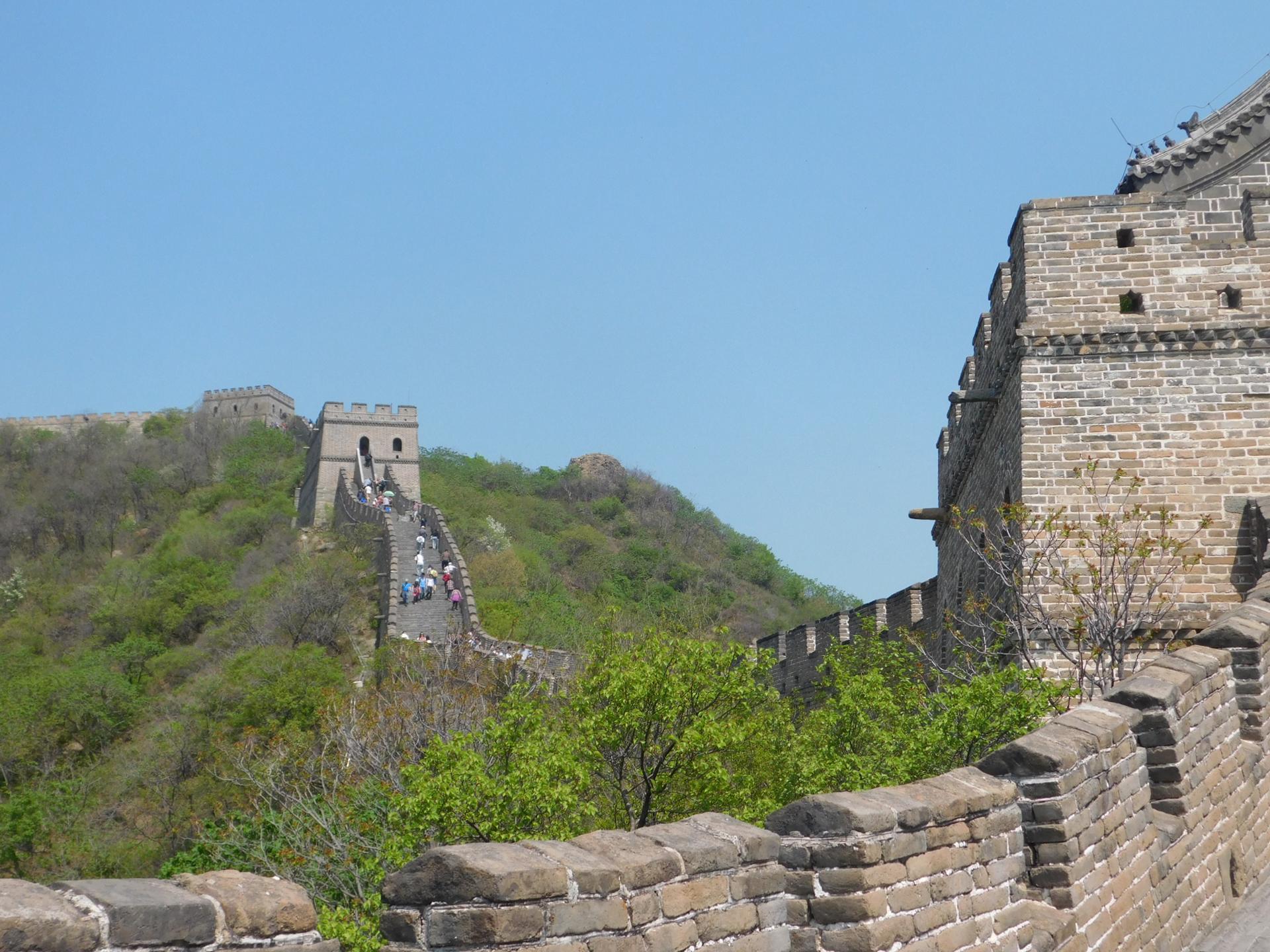 Man kann von einem Turm zum nächsten Turm sehen und dank vieler Stufen etappenweise ablaufen