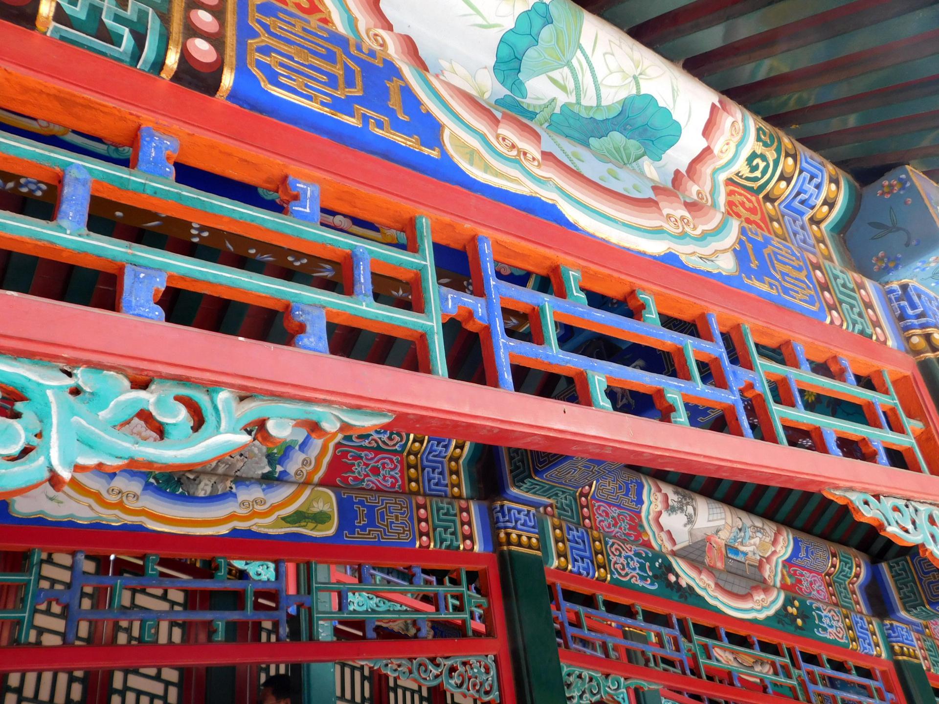 Detaillierte Malereien findet man im gesamten Areal