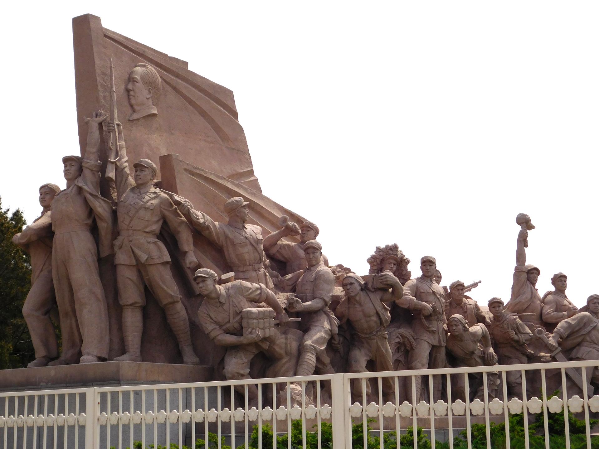 An den Seiten der Memorial Hall finden sich beeindruckende Statuen